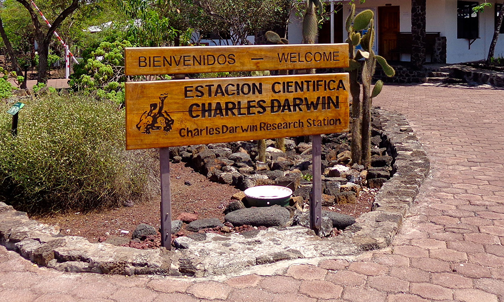 Charles Darwin Research Station, Sign © Swen Lorenz