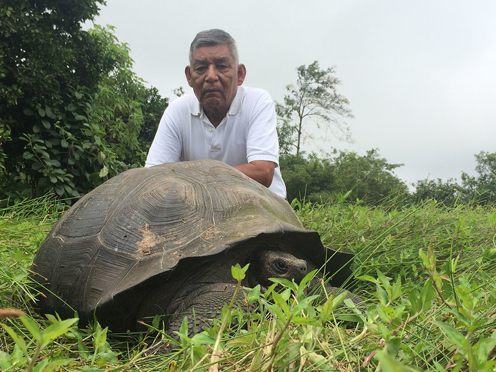 Don_Fausto_w_eastern_santa_cruz_tortoise - small