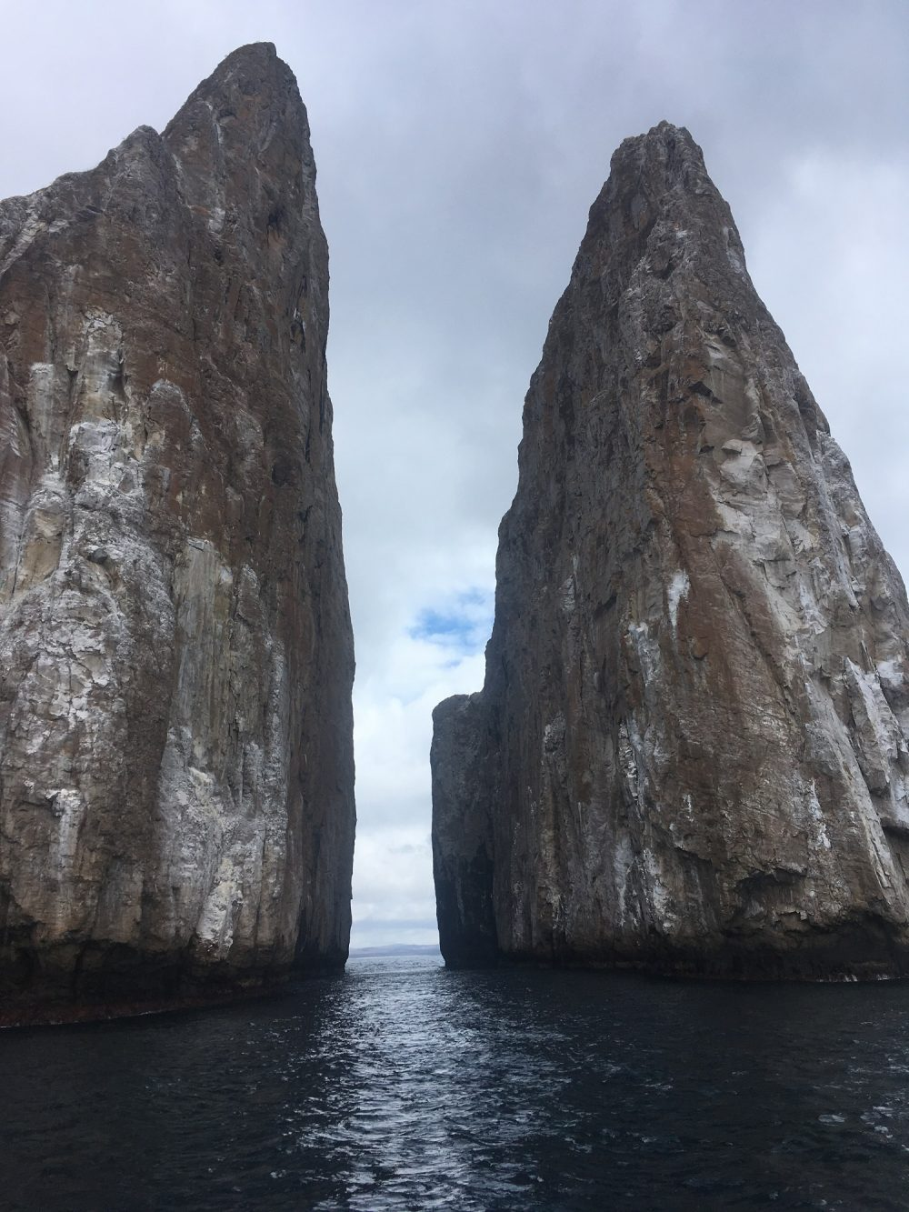 The incredible Kicker Rock dive site © Alix Zelly