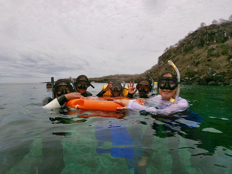 The girls from Gills Club learning to snorkel © Galapagos Science Center