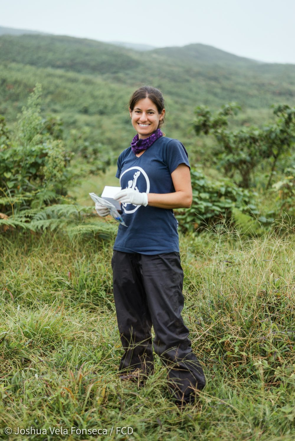 Dr Ainoa Nieto out in the field prior to the enforced lockdown during the height of the COVID-19 outbreak © Joshua Vela Foncesca/FCD
